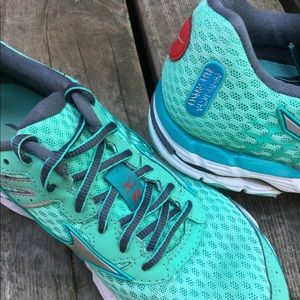 Women's MIZUNO WAVE INSPIRE 11 Miami Running Shoes